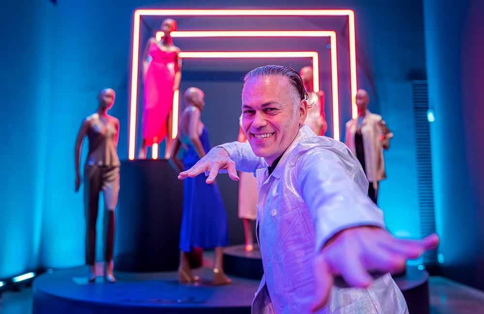Kurator Matthew Yokobosky (Senior Curator of Fashion and Material Culture des Brooklyn Museum) (Foto: Roland Baege)