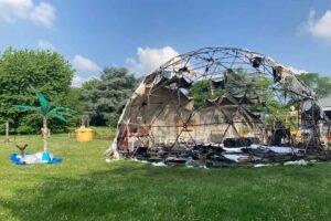 Nach einem Brand zwei Wochen vor der Eröffnung, musste ein neues Zelt her. Foto: Anna Bexten