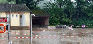 Liegefläche oder Schwimmbecken? alles verschwand unter den schlammigen Fluten. Foto: Sportwelt