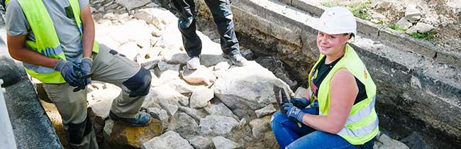 Fast 100 Meter der historischen Stadtmauer am Ostwall gefunden – Fernwärmeleitung bekommt eine Umleitung