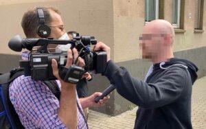 """Nach der Aktion wurde ein WDR-Reporter von einem Neonazi attackiert. Die """"SOKO Rechts"""" ermittelt."""