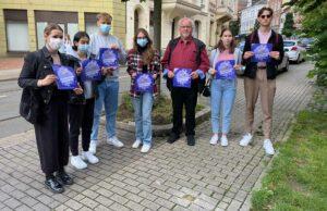 Schüler*innen und Quartiersdemokraten setzen Zeichen gegen Antisemitismus. Fotos: David Peters