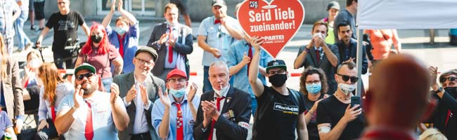"""""""Die Partei"""" Dortmund feierte ihre Wahlkampf-Auftakt-Party an der Reinoldikirche mit Live-Bands und viel Prominenz"""