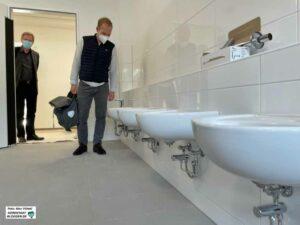 Kein Baufehler, sondern Absicht: Die niedrigen Waschbecken sind für die Kita.