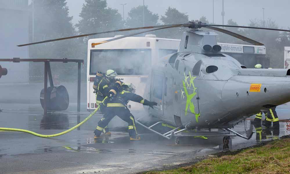 Der gravierende Ernstfall auf dem Flughafen in Dortmund war simuliert. Fotos: Airport