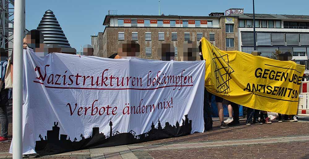 """Die Antifa-Szene """"kommentiert"""" viele Nazi-Aktionen - und setzt Nadelstiche. Fotos: David Peters"""