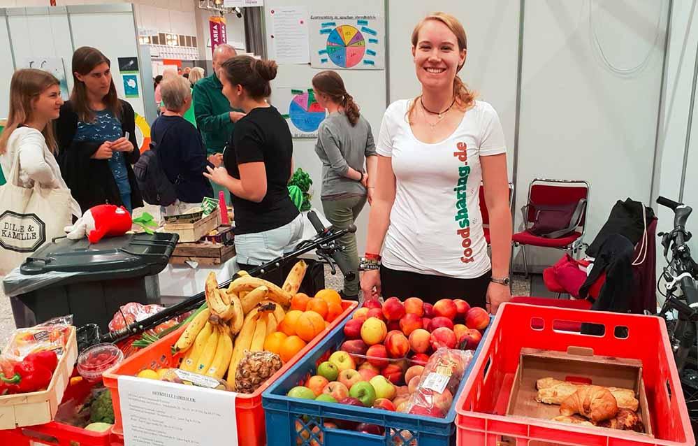 Die Mitglieder von foodsharing Dortmund retten Lebensmittel und informieren über Lebensmittelverschwendung.