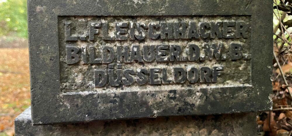 Signatur am Grabmal Heumann Hauptfriedhof