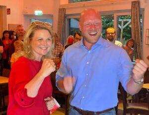 Sabine Poschmann und Jens Peick haben ihre Tickets nach Berlin gelöst und ziehen in den Bundestag ein.
