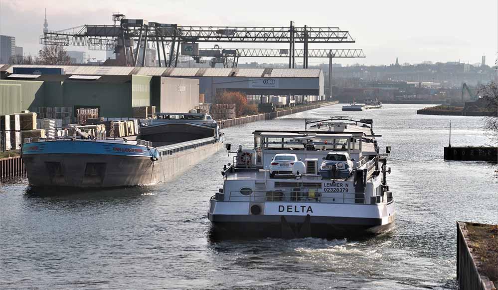 Der Dortmunder Hafen ist wieder per Schiff erreichbar - die Schleusensperrung ist beendet.