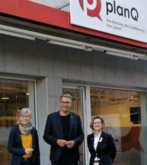 Jobcenter-Chefin Dr. Regine Schmalhorst, OB Thomas Westphal und Heike Bettermann, Vorsitzende der Geschäftsführung der Arbeitsagentur, freuen sich über den Start von planQ.
