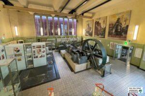 Es gibt keine Sonderfläche für Wechselausstellungen. Gegen den Willen des Ausstellungsarchitekten wird eine Fläche innerhalb der Dauerausstellung genutzt.