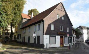 Trauffassade mit Haupteingang am Giebel - Heimathaus am Widum