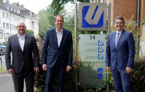 Peter Hansemann (li.), Vorstandsvorsitzender des IT-Clubs, mittig Ernst-Peter Brasse Geschäftsführer/ rechts Arndt Dung, Vorstandsvorsitzender des Unternehmensverbandes östliches Ruhrgebiet.
